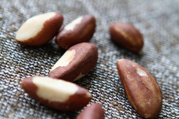 Paranüsse - geschält und mit viel brauner Haut am besten