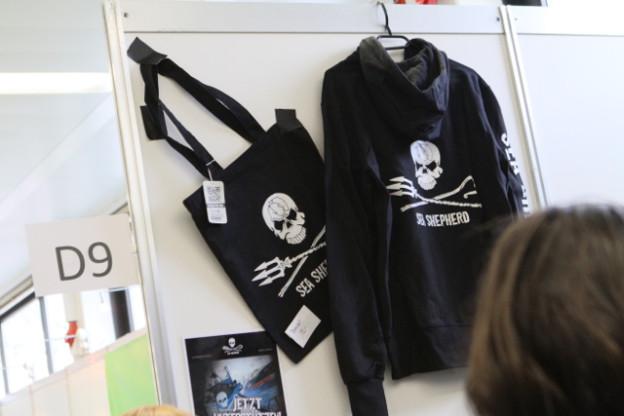 Hoodies von Sea-Shepherd auf der VeggieWorld Hamburg 2016