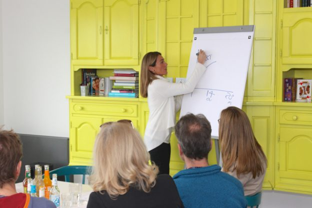 28.April in Hamburg. Dr. Libby Weaver stellt ihr Buch Das Rushing-Woman-Syndrom vor