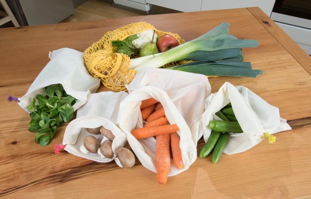 Gute Idee: Obst und Gemüse in wiederverwendbaren Beuteln einkaufen ©-S.Hennigs
